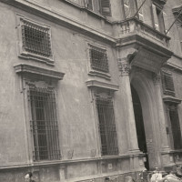 L'ingresso della federazione comunista di Reggio Emilia a palazzo Masdoni in via Toschi