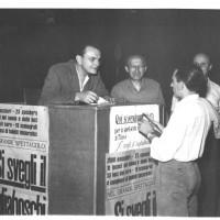 """Vendita dei biglietti dello spettacolo """"Si svegli il tagliaboschi"""", 1952"""