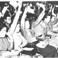 La FGCI modenese era ospitata nell'edificio della Casa del giovane. Modena, 20-22 maggio 1955. XIV congresso provinciale della FGCI, i delegati votano [ISMO, AFPCMO]