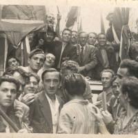 Via delle Carceri/piazza Scapinelli, in occasione della caduta del regime fascista il 25 luglio 1943 una folta folla di cittadini si radunò presso il carcere di San Tommaso chiedendo e ottenendo la liberazione dei detenuti politici