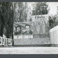 Lo stand della stampa comunista presso villa Terrachini, festa de L'Unità del 1951