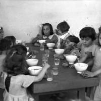 Asilo presso la Casa delle mondariso di Modena, luglio 1941