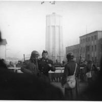La polizia durante gli scontri con i manifestanti, 9 gennaio 1950 [ISMO, AFPCMO]