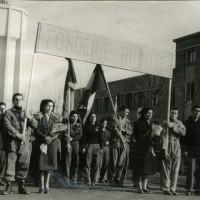 """Manifestazione con lo striscione """"Fonderie Riunite"""" [ISMO, AFPCMO]"""