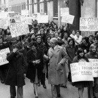Manifesti per una legge sull'aborto, corteo 8 marzo 1975, Ravenna