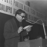 20-22 gennaio 1967. Rimini, Sala Circolo Cavaretta. Congresso del Comitato Comunale del PCI di Rimini. Al microfono Glauco Cosmi