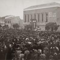 Folla all'inagurazione della sede Pci Strocchi