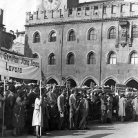 Archivio fotografico UDI Bologna_Manifestazione dei genitori dei bambini della montagna bolognese, 1950