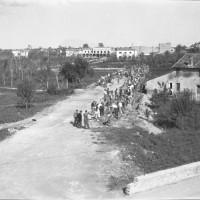 Alfonsine nel 1946. Sullo sfondo la sede Pci Terzo Lori