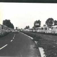 Gli autobus alla festa dell'Unità nazionale del 1977, per il comizio di Berlinguer [ISMO, AFPCMO]