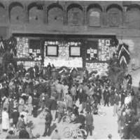 Il pellegrinaggio dei bolognesi davanti alle foto dei caduti partigiani