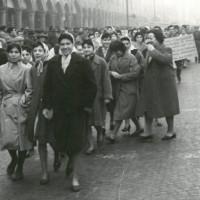 Manifestazione sul lavoro a domicilio, in piazza Martiri a Carpi [ISMO, AFPCMO]