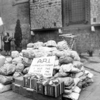 Archivio fotografico UDI Bologna. Derrate alimentari raccolte dall'Associazione Ragazze Italiane per i detenuti politici, fine anni Quaranta