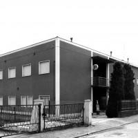L'edificio, con l'insegna del Pci [ISMO, AFPCMO]