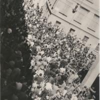 Corso Cairoli, angolo con via Lorenzo Gennari 15 luglio 1948: un momento dello sciopero generale presso la sede del PCI e della Camera del Lavoro, a seguito dell'attentato subito da Palmiro Togliatti il giorno precedente