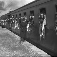 Braccianti modenesi in partenza per la Germania, 1944