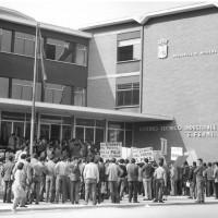 Gli studenti dell'Istituto Fermi per la pace, durante una manifestazione negli anni Sessanta [ISMO, AFPCMO]