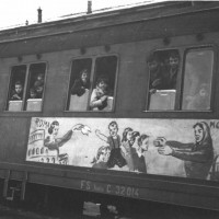 Arrivo del treno della felicità, Modena, 1948  [Fondo Camera del lavoro di Modena, Archivio Fotografico, Archivio Istituto storico di Modena, Modena]