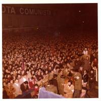 Conclusione campagna elettorale, 9 novembre 1973. Folla in ascolto del comizio di Enrico Berlinguer
