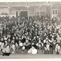Una riunione del XVI congresso provinciale del PCI di Reggio Emilia presso il teatro Ariosto, 1975
