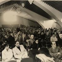 Un momento dell'incontro con Giorgio Napolitano [Archivio fotografico Federazione del Pci di Piacenza, b. 41, Congresso Pci Sala Scenografi, [anni '60], foto b/n]