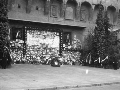 Sacrario dei caduti partigiani in Piazza Nettuno